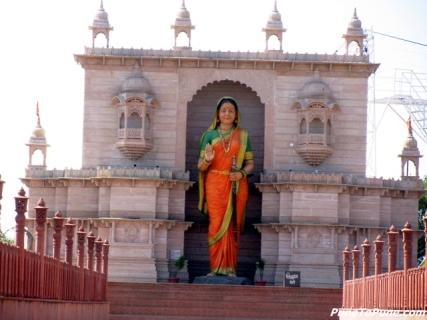 राजमाता जिजाऊ मुर्ती चे छायाचित्र, सिंदखेड राजा