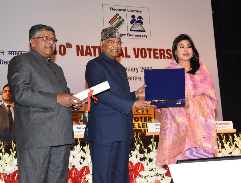 Deputy Commissioner/District Election Officer, Imphal East District receiving Best Electoral Practices Award from Hon'ble President of India