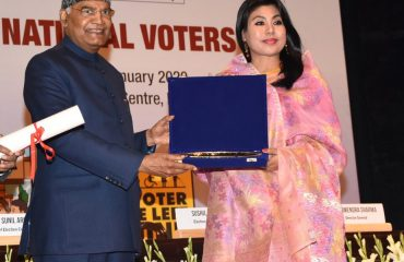 DC, Imphal East District receiving Best Electoral Practices Award from Hon'ble President of India