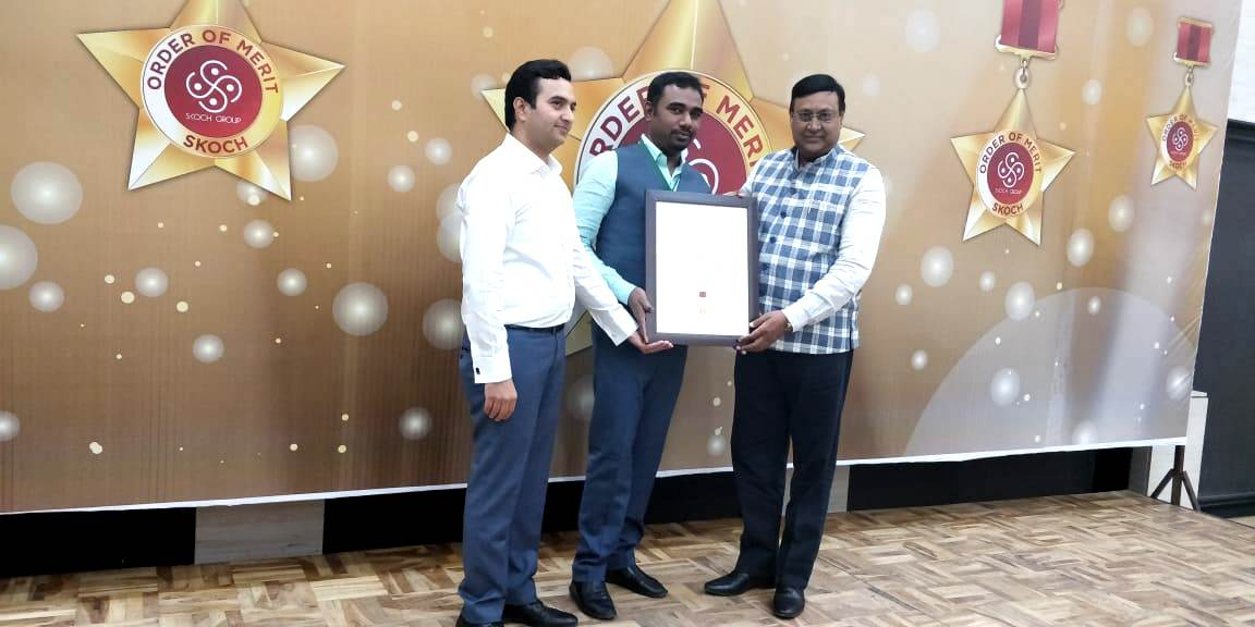 DC Bokaro receiving SKOCH Award.