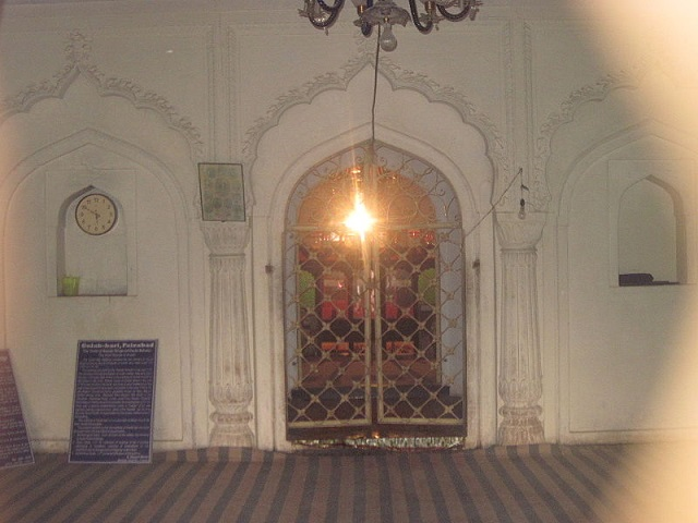 Tomb-internal-Chamber-Gulab-Bari