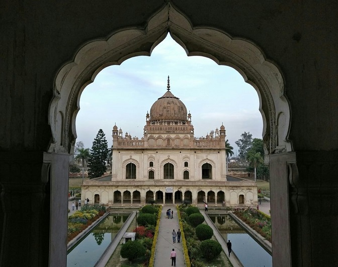 View-of-Tomb-from-enterance-gate-top-Arch-Gulab-Bari