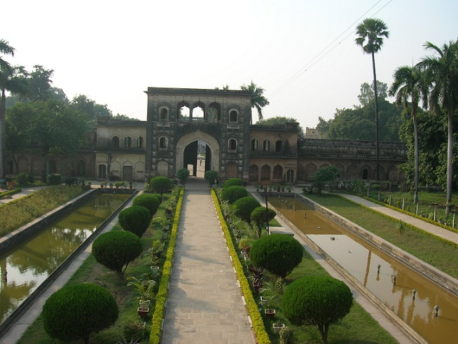 Gulab-Bari-Enterance-Gate-pathway-fountains-and-lawns