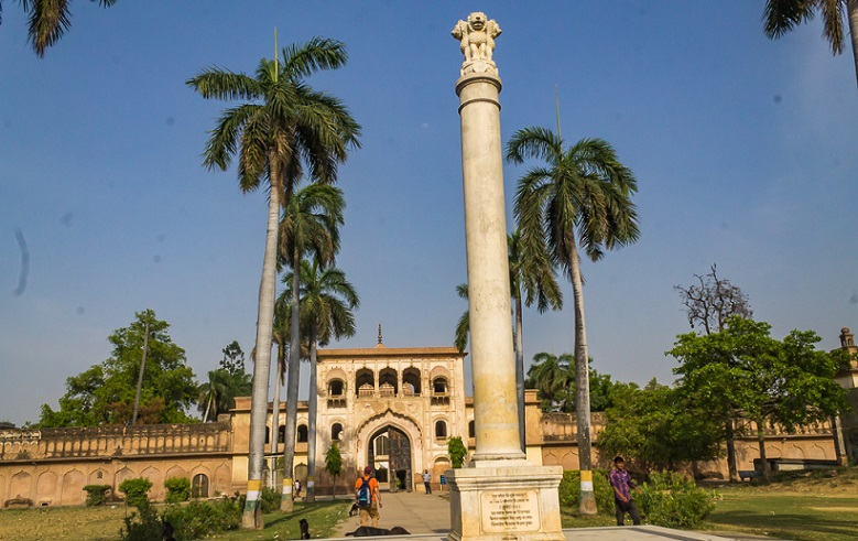 Pillar-with-National-emblem-Gulab-Bari