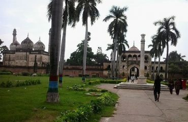 Way-to-Tomb-Gulab-Bari-another-view