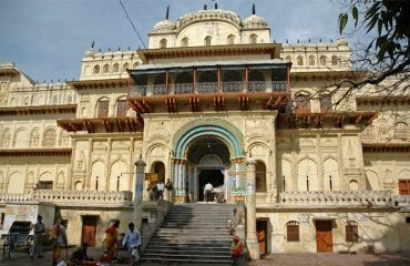 Entrance-to-Kanak-Bhawan-temple-front-view