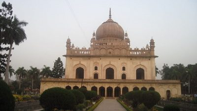 Gulab-Bari-Main-Tomb-Building