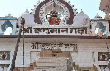 Hanuman-Garhi-near-view