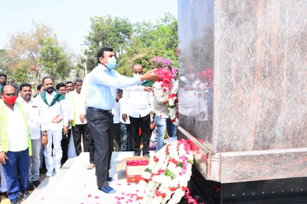 Flowers were presented and paid tribute at the Martyrs' Stupa