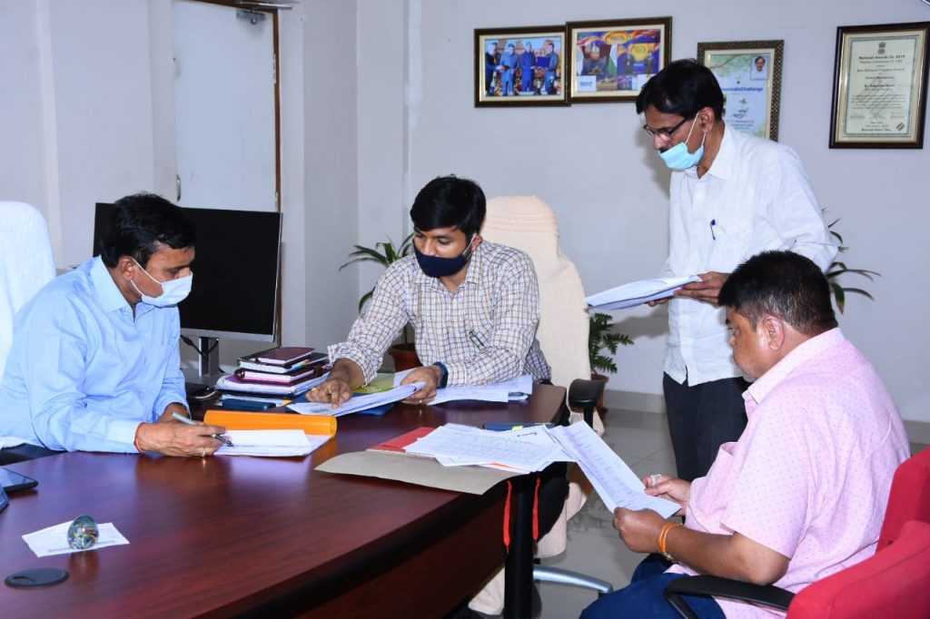 District Collector Conducted review with Municipal Officials
