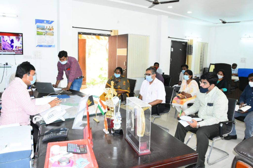 District Collector reviewed the reports of actions taken against Covid, along with medical officers and Tahsildars