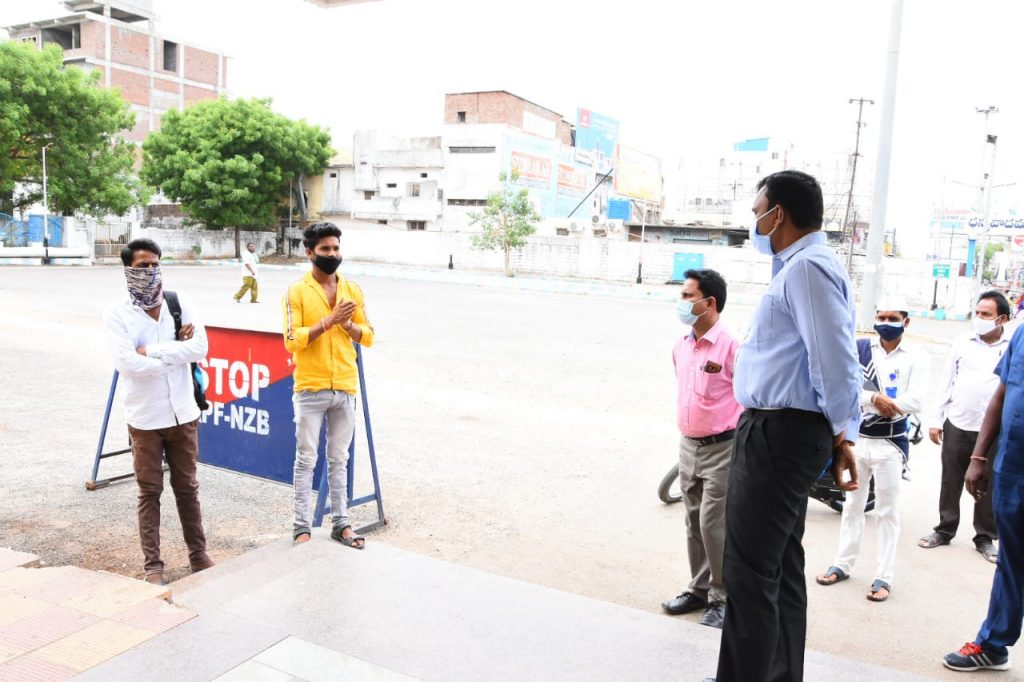 District Collector Dr. A.Sharath, IAS inspected the lock-down arrangements in the railway station areas of Kamareddy town