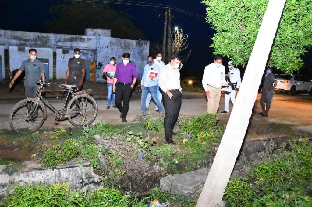 The District Collector inspected the plants planted at Avenue Plantation in Lingupally, a rural nature park in the center of Domakonda Mandal.