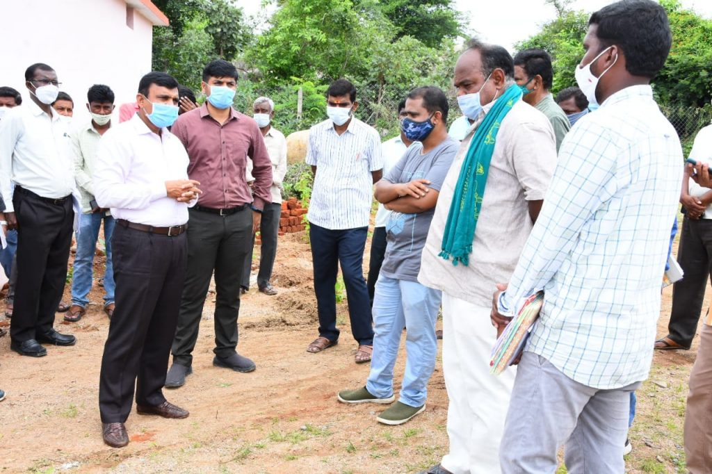 District Collector inspected the Palle Prakrthi Vanalu and vaikunthadhamams in the villages of Sultan Nagar & Banjepalli