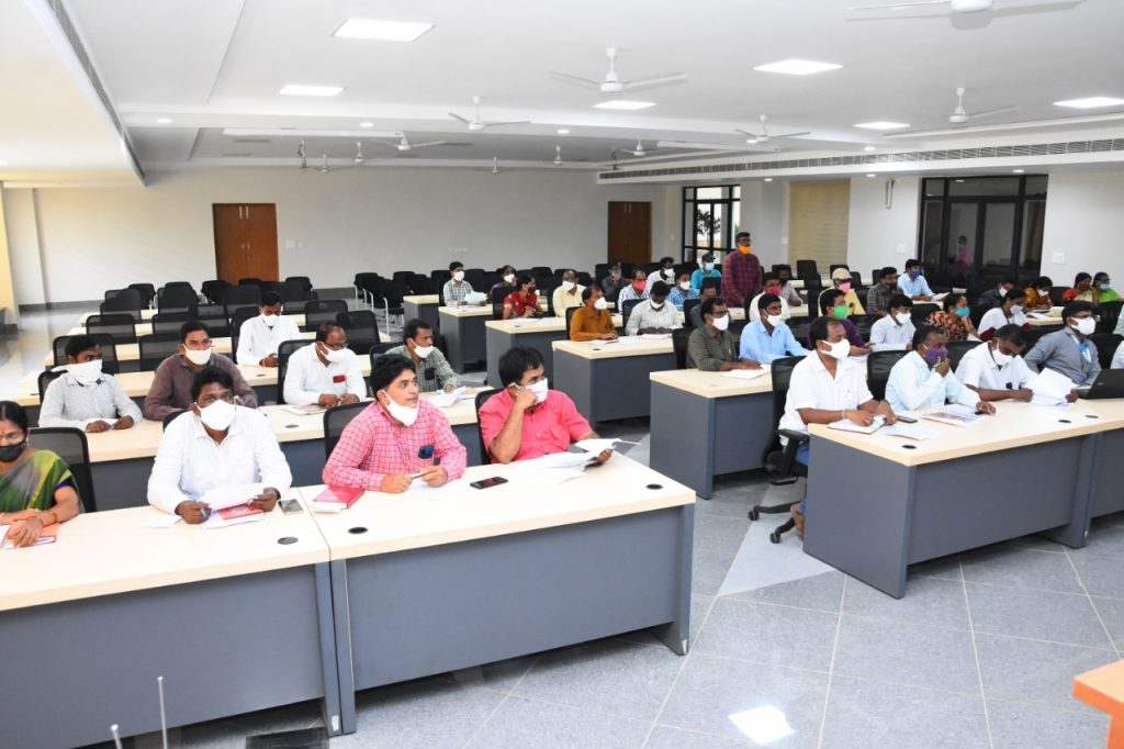 The District Collector Conducted a Review on the Progress of Loans with IKP Officials in Meeting Hall.