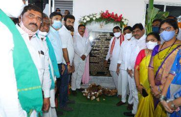 ప్రాథమిక సహకార సొసైటీ భవనం, రైతు వేదికా భవన్ మరియు డబుల్ బెడ్రూమ్లను ప్రారంభించారు.