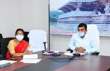 The District Collector Dr. A.Sharath, IAS said agricultural extension officers should set up farmer training camps twice a week at farmer forums in villages