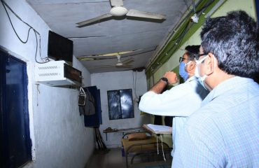 District Collector inspected the Security Arrangements for the Warehouses at the local AMC godown where the EVMs were stored.