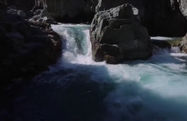 Water cutting through the rocks