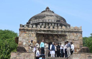 राज्यपाल महोदय शेर शाह सूरी के मकबरे के परिसर में