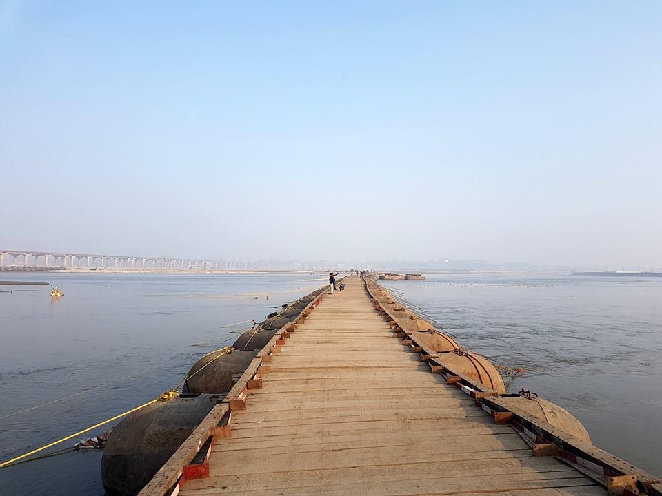 गंगा नदी पर बने पोंटून ब्रिज