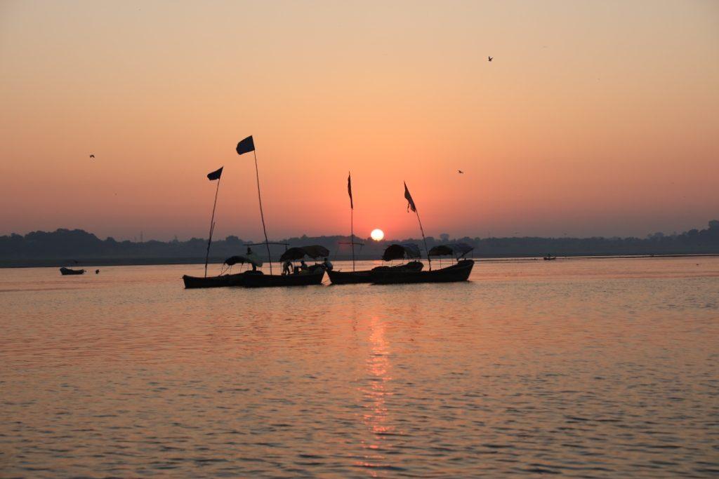 गंगा नदी पर सूर्यास्त