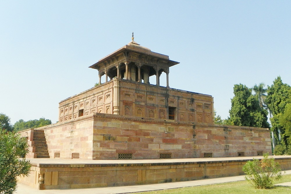 Sultan Begum's tomb