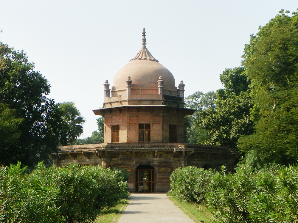 Bibi Tamolan tomb