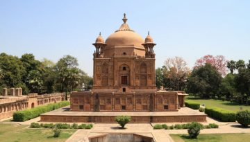 Front view of Khusro Bagh