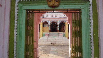 लक्ष्मीनारायण मंदिर प्रवेशद्वार कापशी.