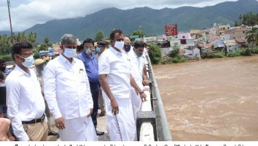 Honble Minister inspected the flow of Bhavani river water at Mettupalayam
