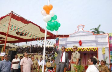 leaving balloons during 68th Republic Day Celebrations