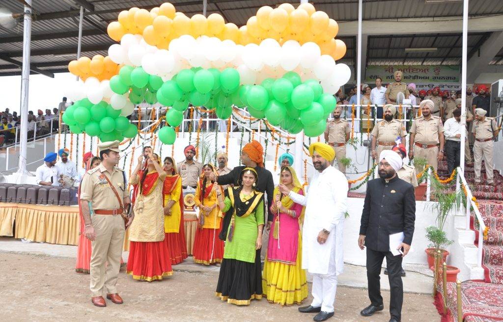 Release of Balloons by the Chief Guest
