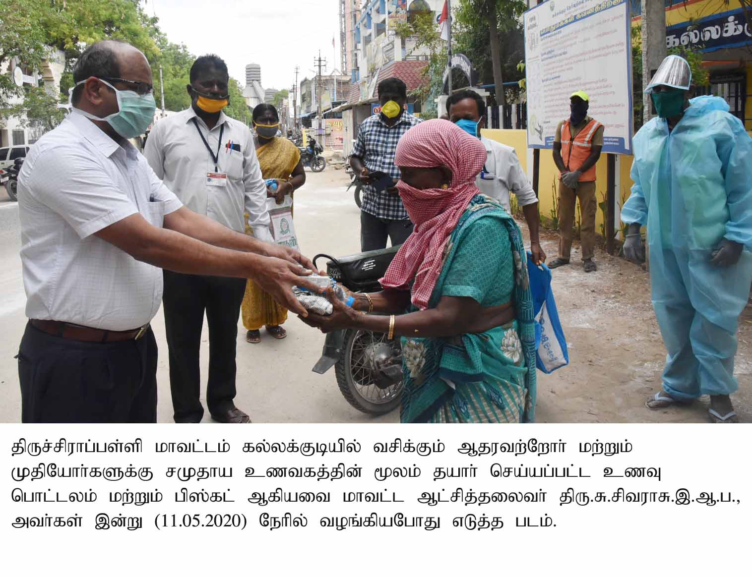 District Collector Distributed the Food prepared from Community Kitchens to the Destitute Peoples