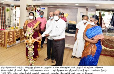 Districtaa Collector Inaugurated the Deepavali Spl. discount Sales at Co-Optex on 18.10.2021