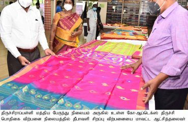 District Collector Inaugurated the Deepavali Spl. discounast Sales at Co-Optex on 18.10.2021