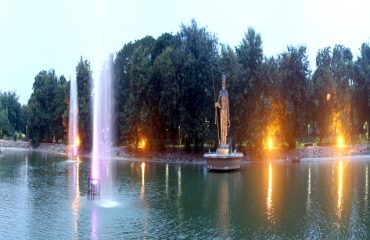 View of the lake along with the stature of Pandu and fountains