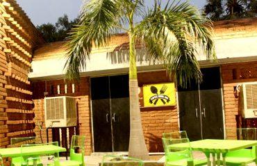 पाण्डु पोखर परिसर में स्तित रेस्तरां
