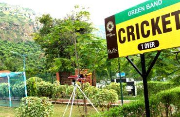 पाण्डु पोखर परिसर में क्रिकेट कोर्ट