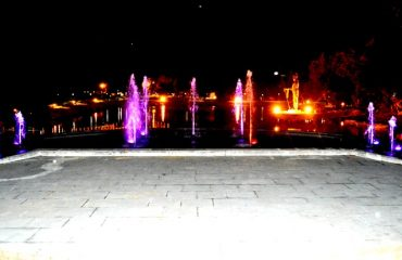Night view of the lake and the colourful fountains