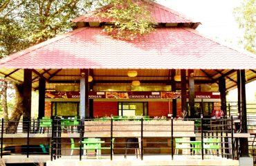 पाण्डु पोखर परिसर में स्तित बहु-व्यंजन रेस्तरां