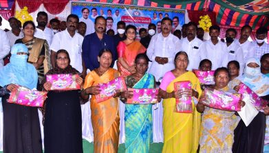 State Agriculture Minister Singireddy Niranjan Reddy said the state government was distributing Batukamma sarees to all women as a Dasara gift. Monday at the 22nd in Wanaparthy Municipality. The Minister, along with District Collector Smt. Shaik Yasmeen Basha, IAS, inaugurated the Batakamma sarees distribution program by lighting a torch in the ward Uppara Lachanna Colony. Speaking on the occasion, the Minister said that the Telangana State Government has launched the Batukamma Sarees Distribution Program with the intention of celebrating the Batukamma festival happily, in honour of every female child. Batukamma distributes sarees to every woman over the age of 18. Additional District Collector D Venugopal, Municipal Commissioner Maheshwar Reddy, Municipal Chairman Gattu Yadav, Vice Chairman Wakiti Sridhar, MRO Rajender Gowd, councilors of the respective wards and town people were present on the occasion