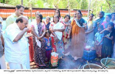 Hon'ble Minister G Sudhakaran visiting Disaster relief camp at Manjani,Thottapally